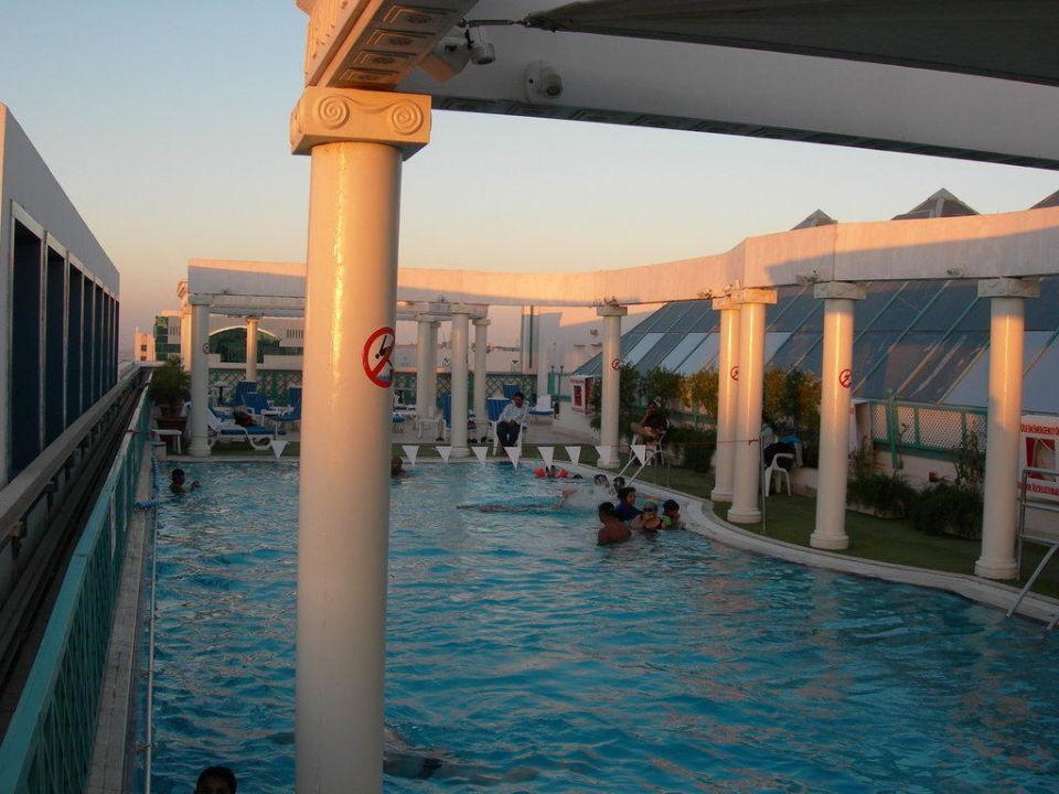 Rooftop Pool Hotel Crowne Plaza Abu Dhabi