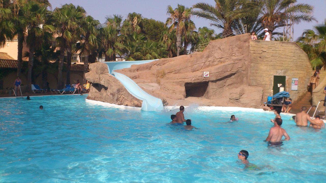 Toboganes de la piscina playasol spa hotel roquetas de for Hoteles sevilla con piscina