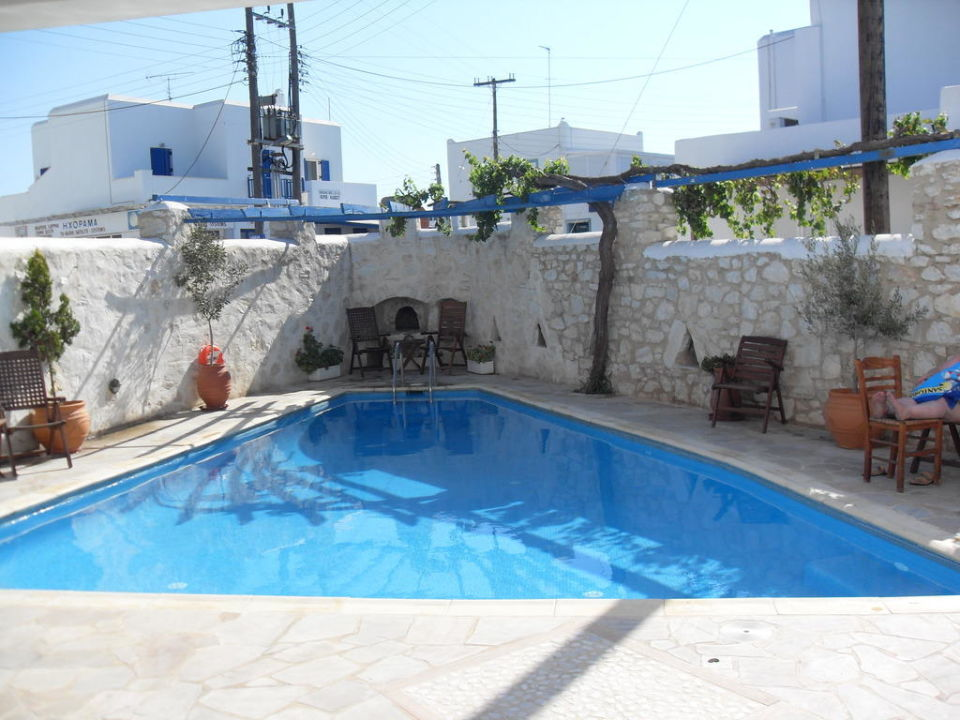 Kleiner sauberer Pool Hotel Aegeon