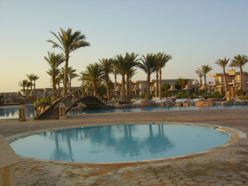 bild grosser pool zu radisson blu resort sharm el sheikh in nabq bay. Black Bedroom Furniture Sets. Home Design Ideas