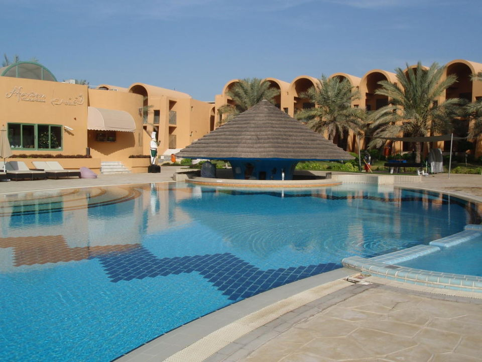 Bazén Hotel Golden Tulip Jazira Beach Resort