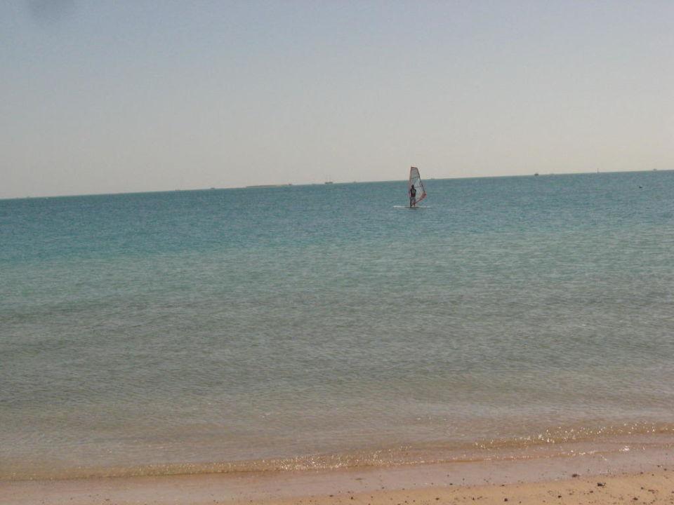Море Royal Lagoons Aqua Park Resort & Spa