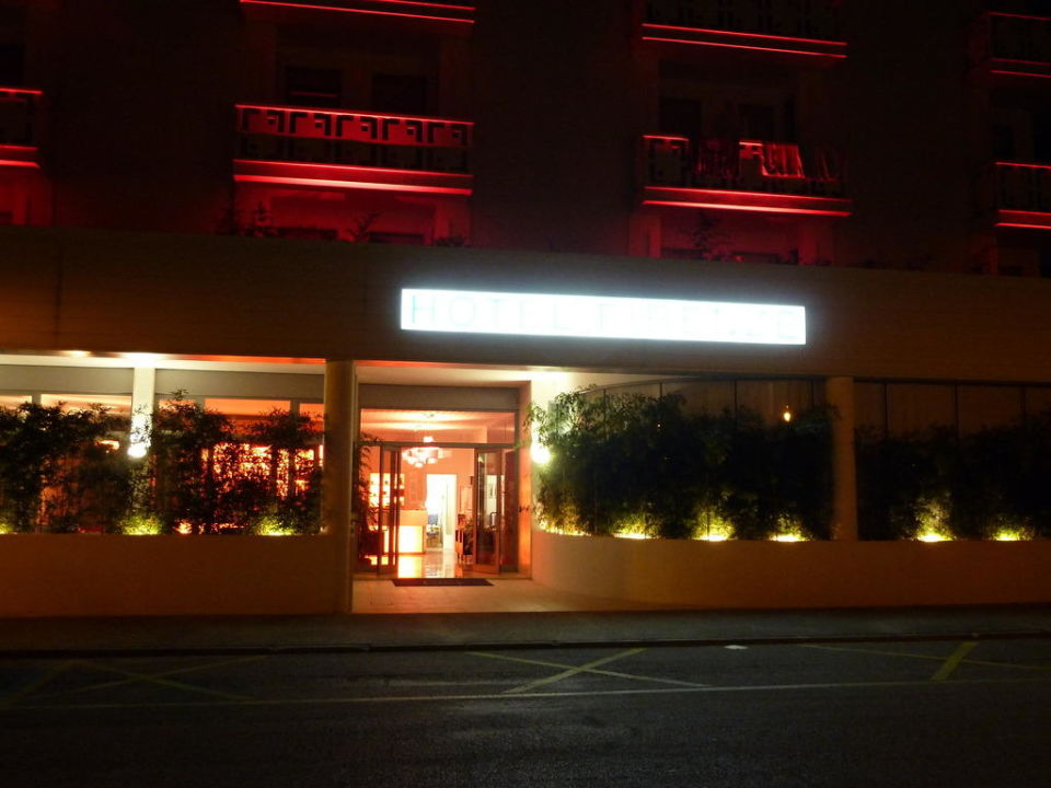 Entry at night Hotel Firenze
