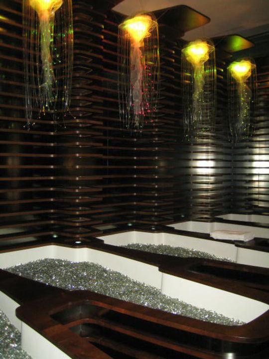 Warme Glaskugelwannen Hotel Roomers