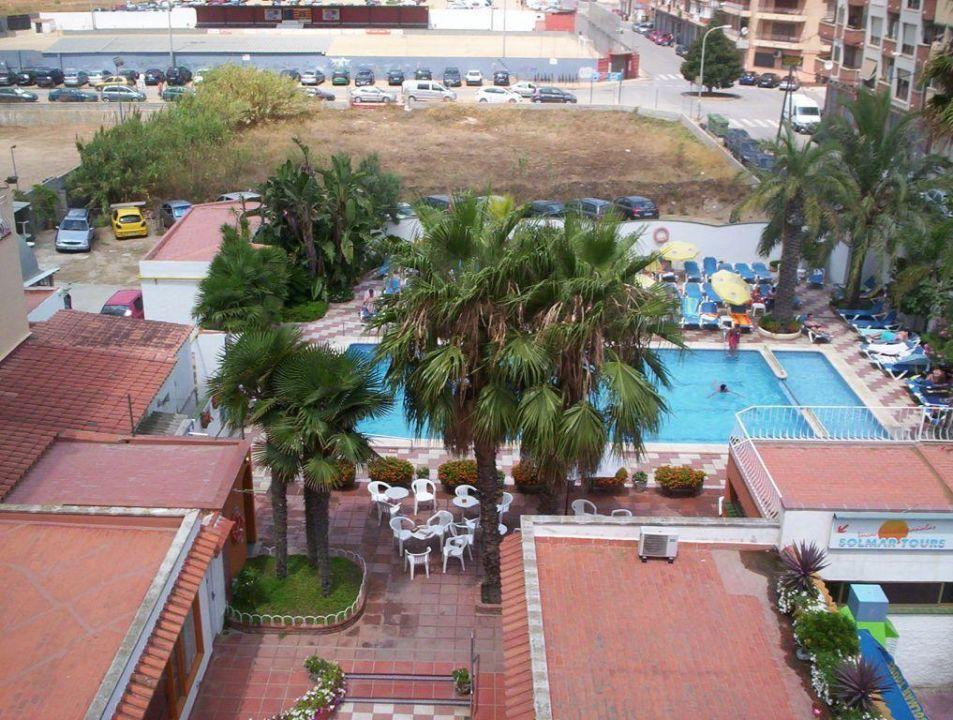 blick vom balkon auf den pool hotel rosa nautica. Black Bedroom Furniture Sets. Home Design Ideas