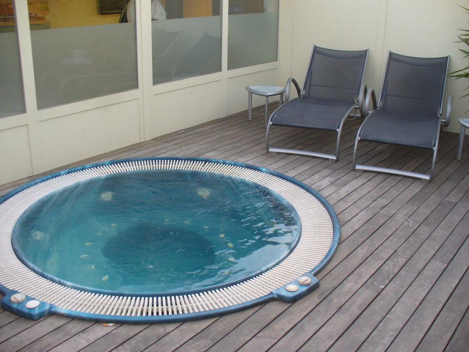 Kleiner whirlpool auf der dachterrasse hotel h10 itaca barcelona holidaycheck katalonien - Whirlpool dachterrasse ...