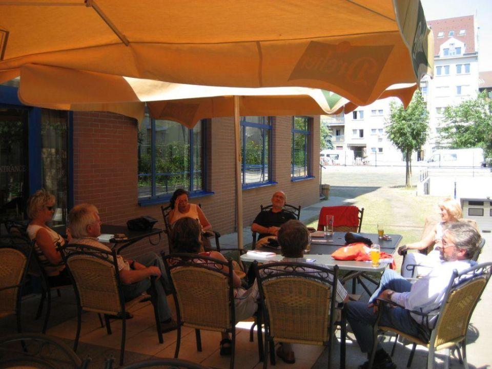 Neben dem Hotel ist die Terrasse Hotel Veritas