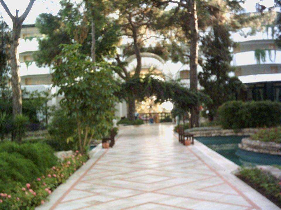 Weg von Hotelhaupthaus zum Pool und den Restaurants Turquoise Hotel