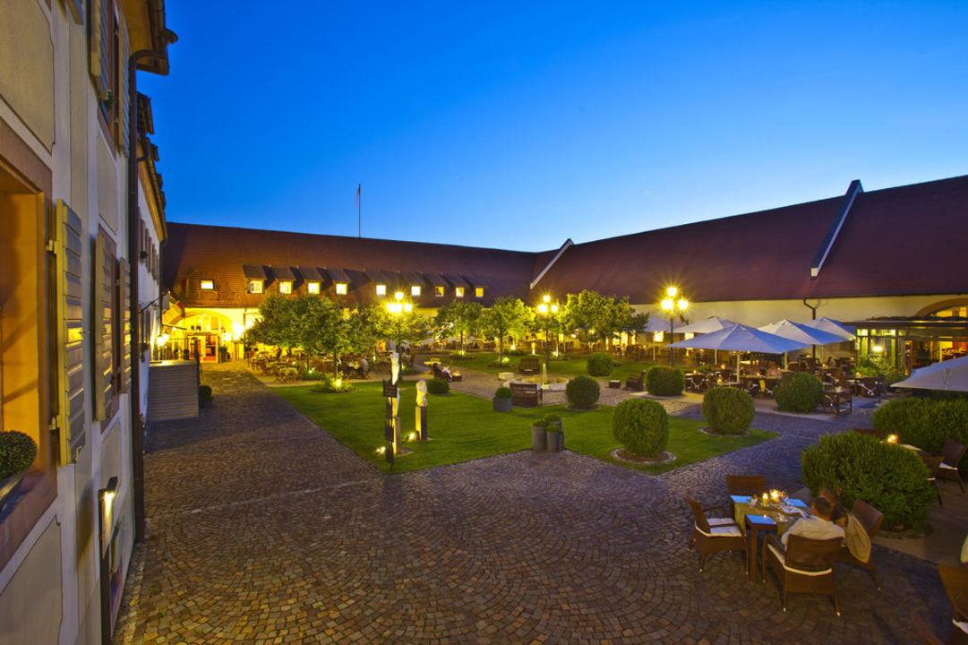 Innenhof von Schloss Reinach Hotel Schloss Reinach