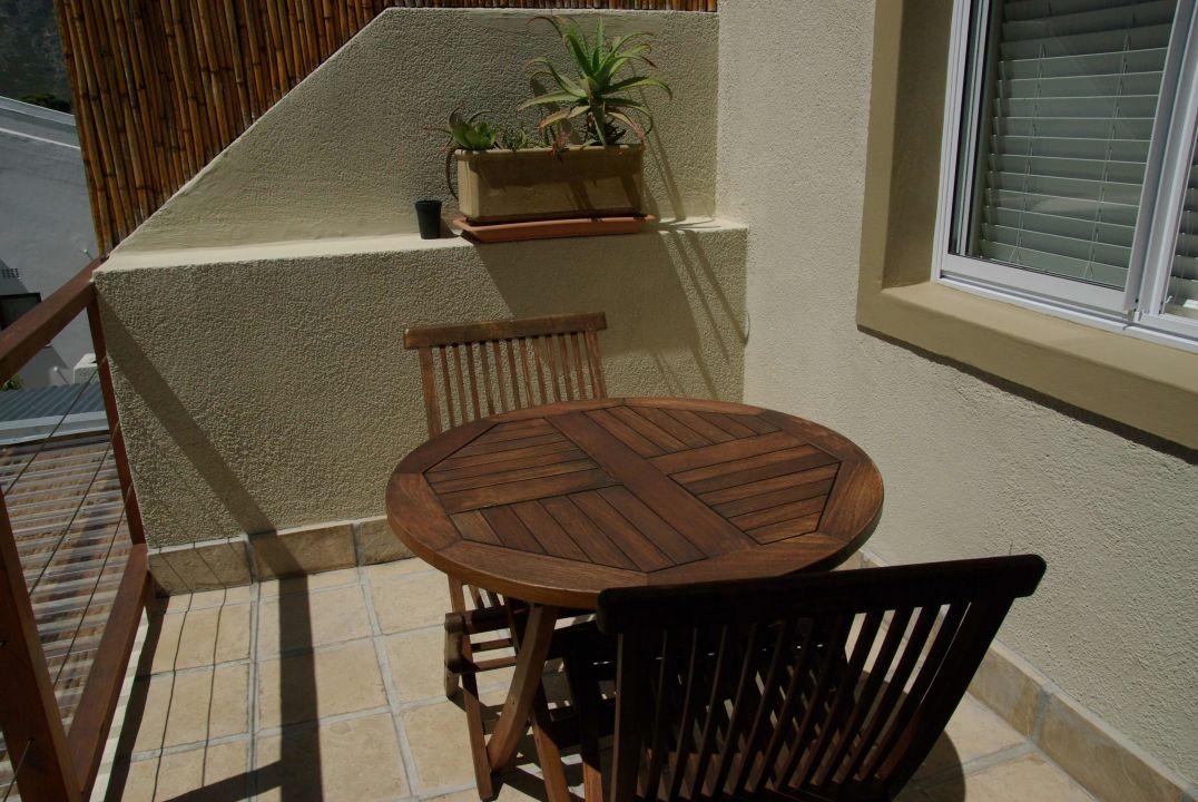 es gibt sch ne balkone bamboo guest house in knysna. Black Bedroom Furniture Sets. Home Design Ideas