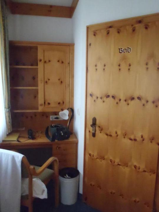 schreibtischecke badezimmert r dorfhotel fasching. Black Bedroom Furniture Sets. Home Design Ideas