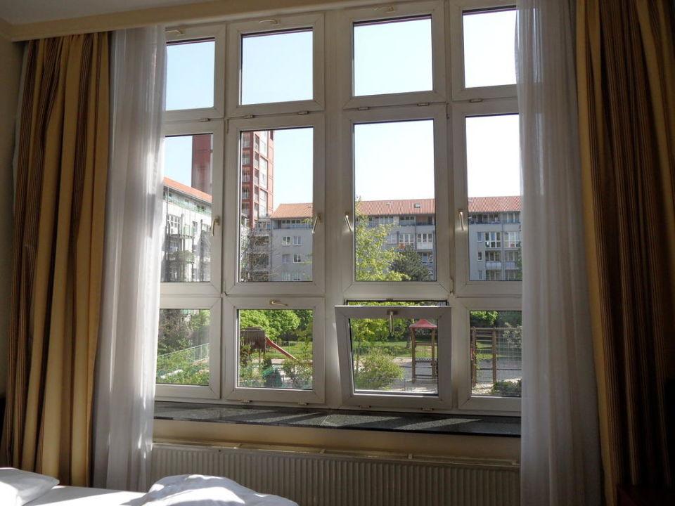 Grosse Fensterfront Im Zimmer Relexa Hotel Stuttgarter Hof Berlin