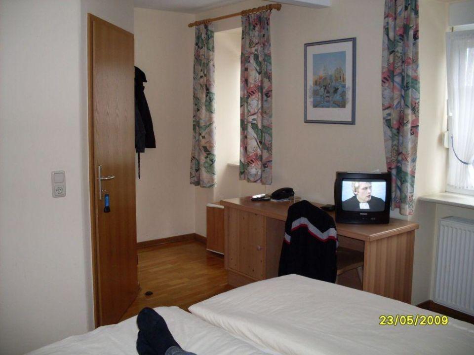 Schreibtisch im zimmer hotel louis m ller in bitburg for Schreibtisch 1 80 m