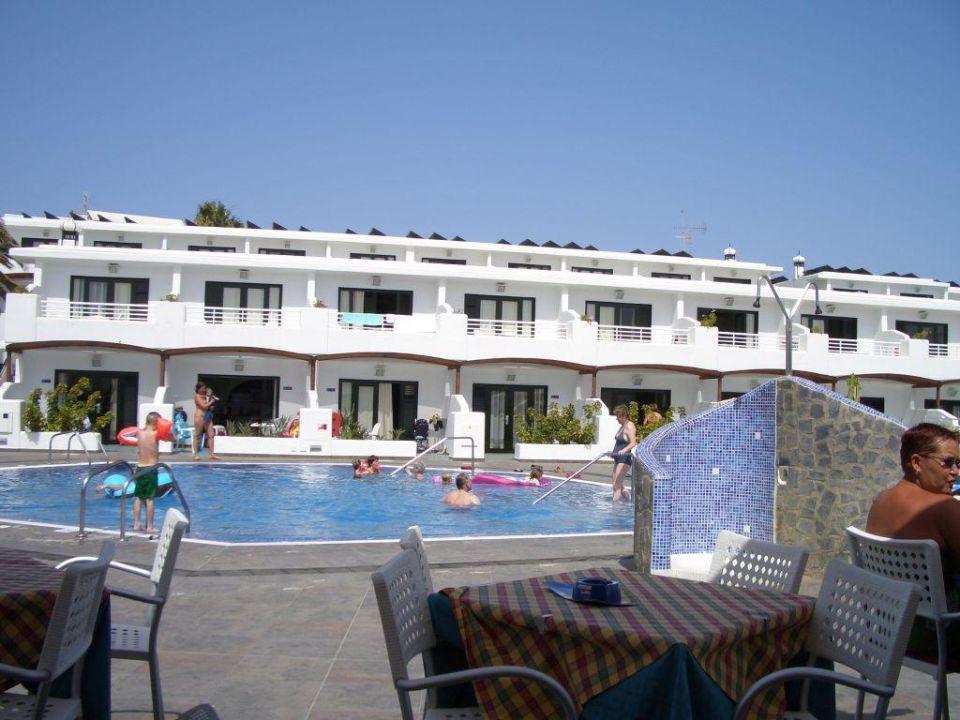 Pool aus Sicht der Bar Relaxia Lanzaplaya Apartments