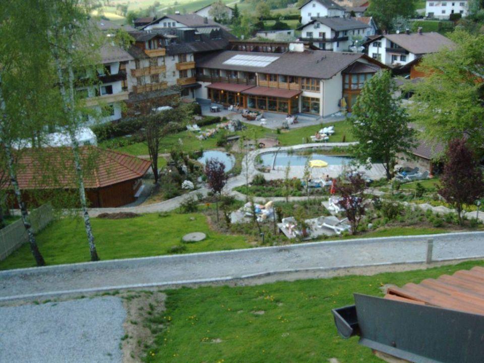 Blick auf Hotel und Freizeitgelaende Hotel Regenbogenland Zum Kramerwirt