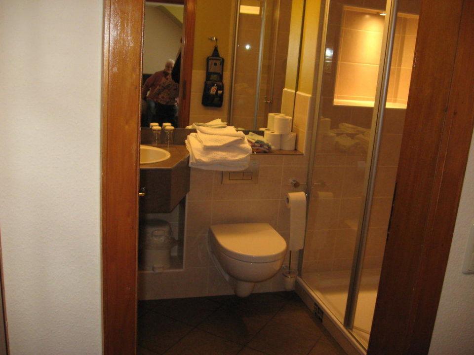 Das Bad des Familienzimmers Hotel Altes Forsthaus