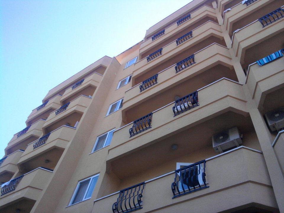 Von der Straße aus My Kolibri Hotel  (Vorgänger-Hotel – existiert nicht mehr)