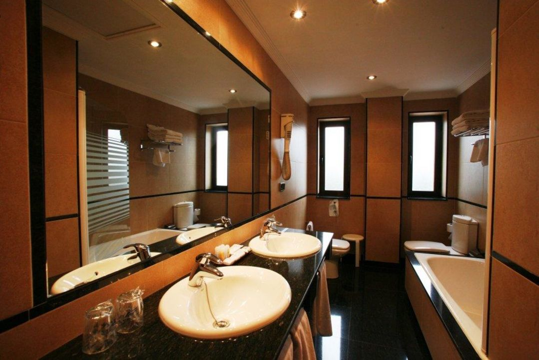 """""""Cuarto de baño"""" Hotel Regio (Santa Marta de Tormes ..."""