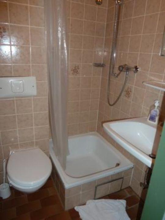 bad dusche alt und klein hotel almr serl in. Black Bedroom Furniture Sets. Home Design Ideas