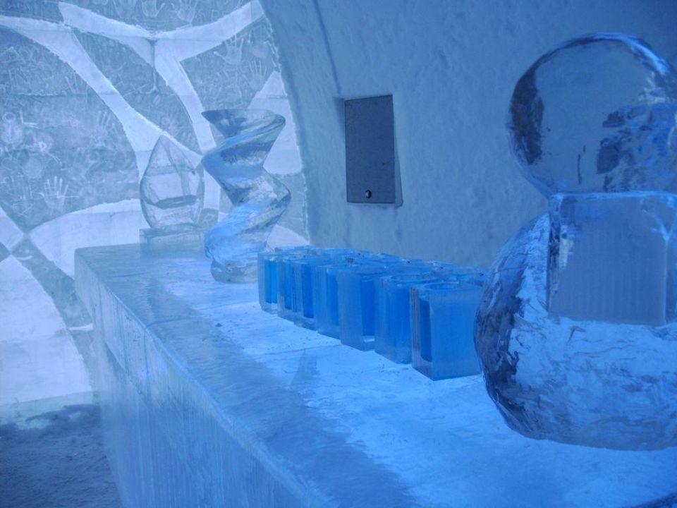 abslut eisbar im eishotel icehotel jukkasj rvi holidaycheck nordschweden schweden. Black Bedroom Furniture Sets. Home Design Ideas