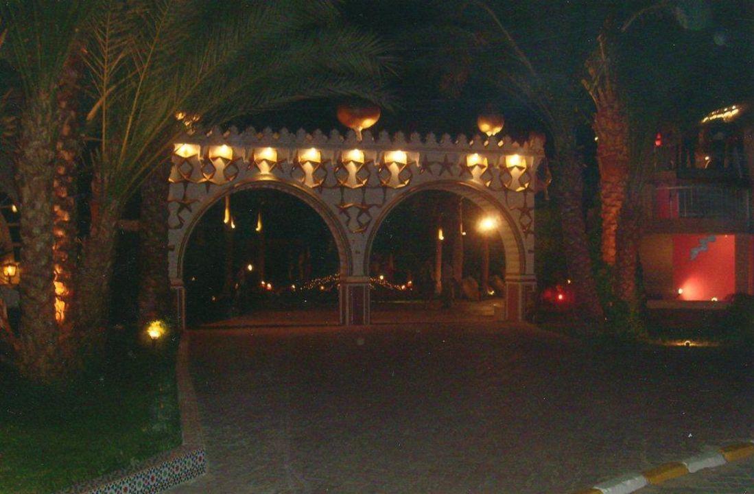 Und nachts noch viel schöner Aladdin Beach Resort