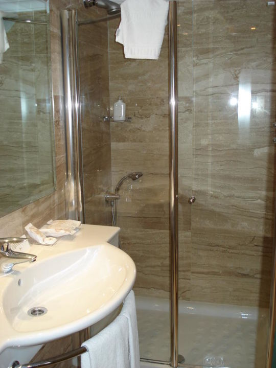 Badezimmer mit großer Dusche Grupotel Gran Vista & Spa