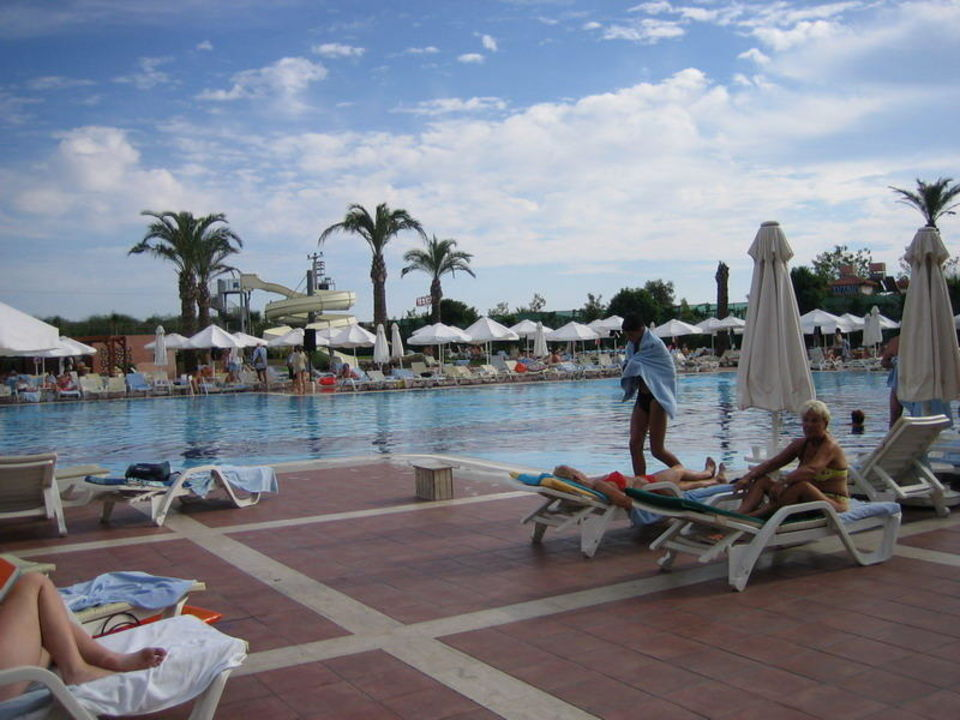 Poolanlage des Hauptgebäudes Hotel Silence Beach Resort