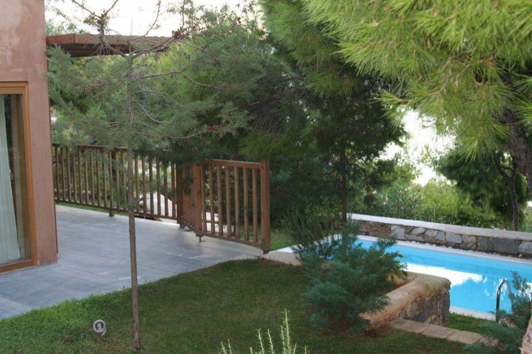 der kleine garten mit pool grecotel cape sounio exclusive resort kap sounio holidaycheck. Black Bedroom Furniture Sets. Home Design Ideas
