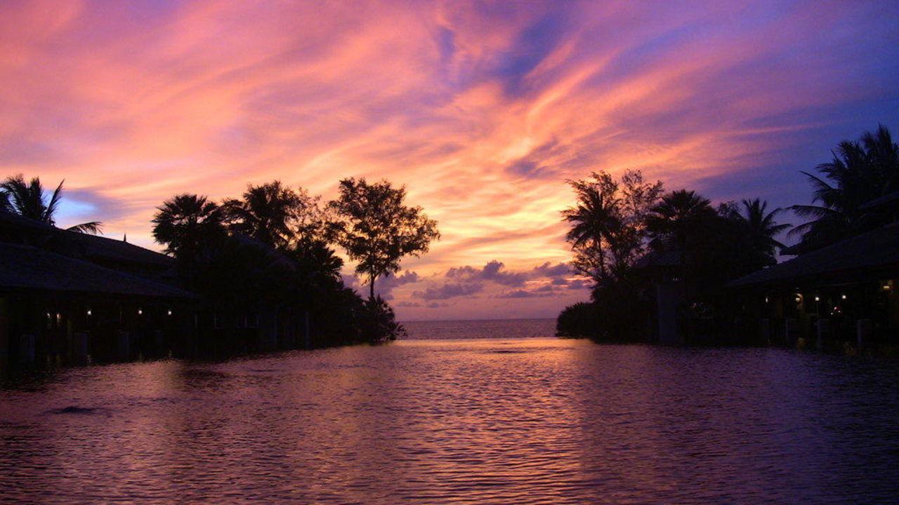 Herrlicher Sonnenuntergang an der Lobby JW Marriott Phuket Resort & Spa