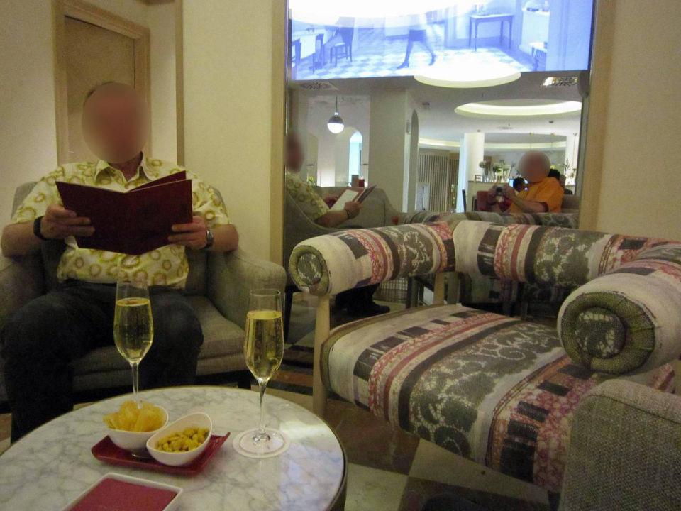 Welcome cavas Hotel NH Collection Madrid Paseo del Prado