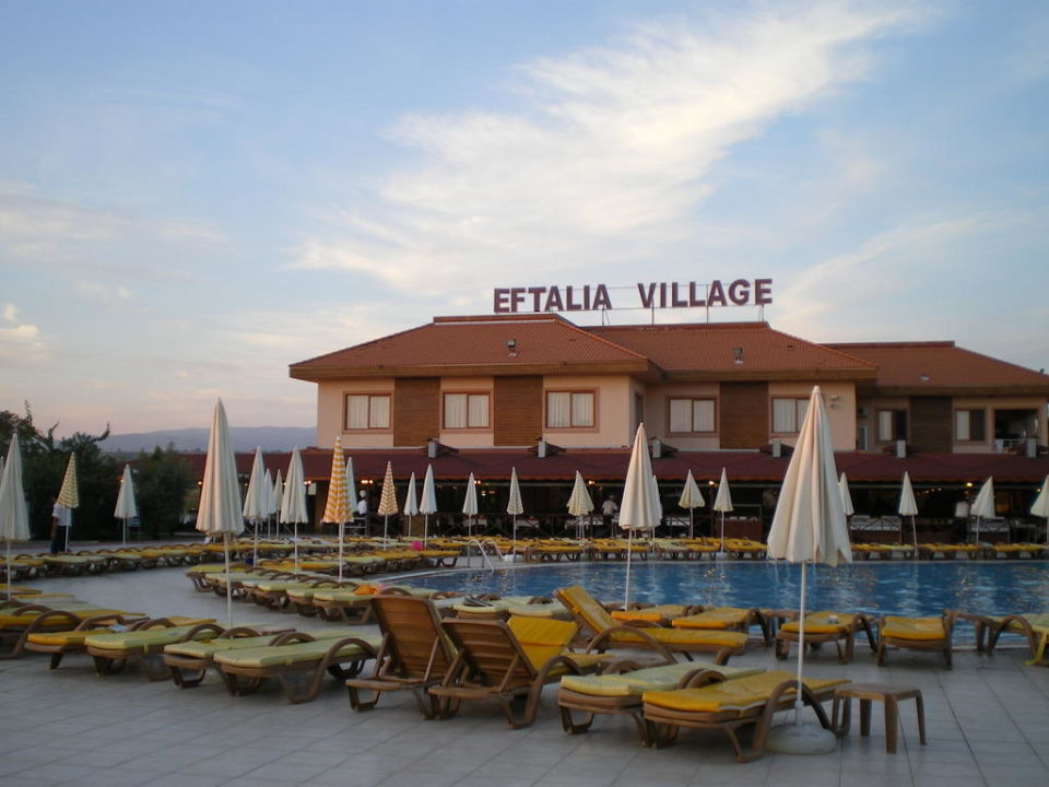 Hauptrestaurant und Pool Eftalia Village
