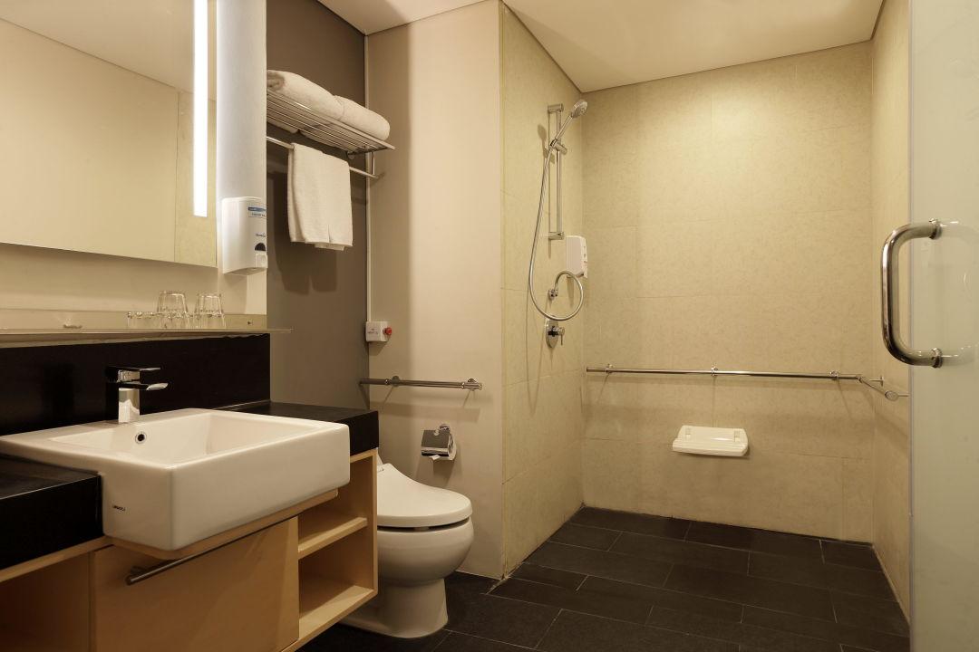 Wheelchair Accessible Bathroom Holiday Inn Express Jakarta Thamrin