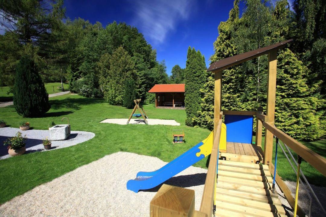 Profi Spielplatz Und Uberdachte Terrasse Gruppenferienhaus Landhaus