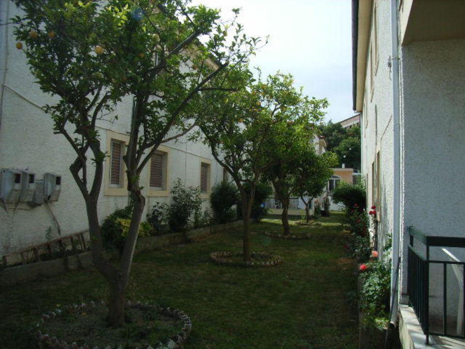 Enge zwischen den Häusern Corifo Village