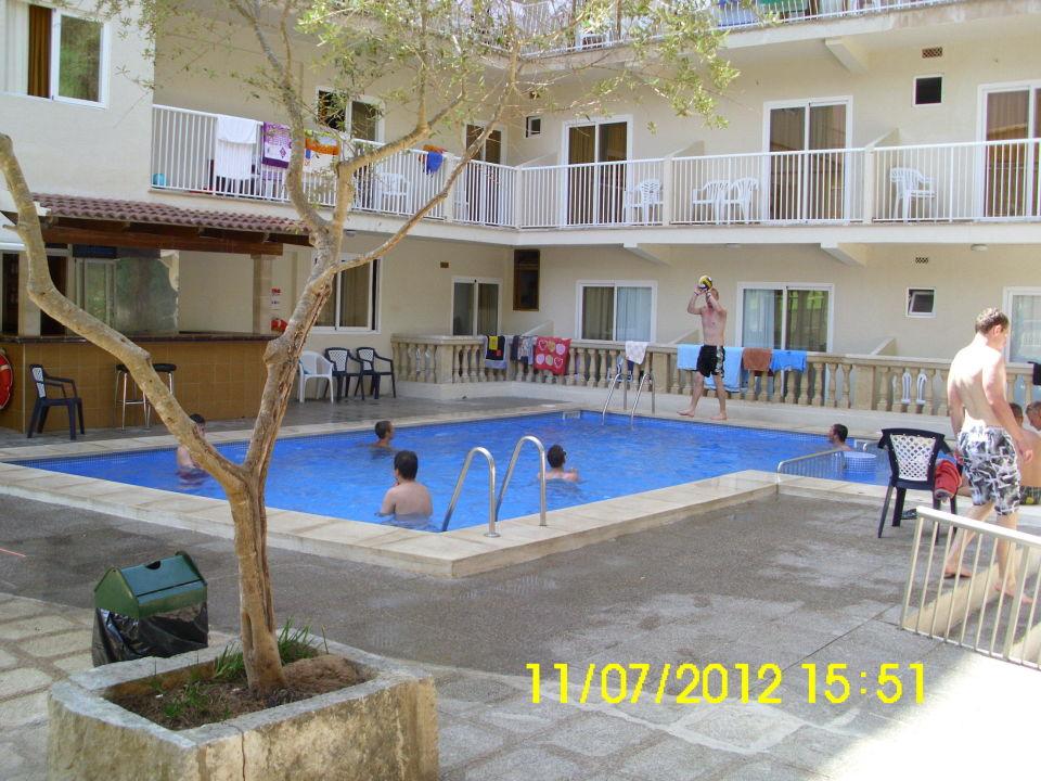 Bazén vo dvore hotela Elegance Playa Arenal