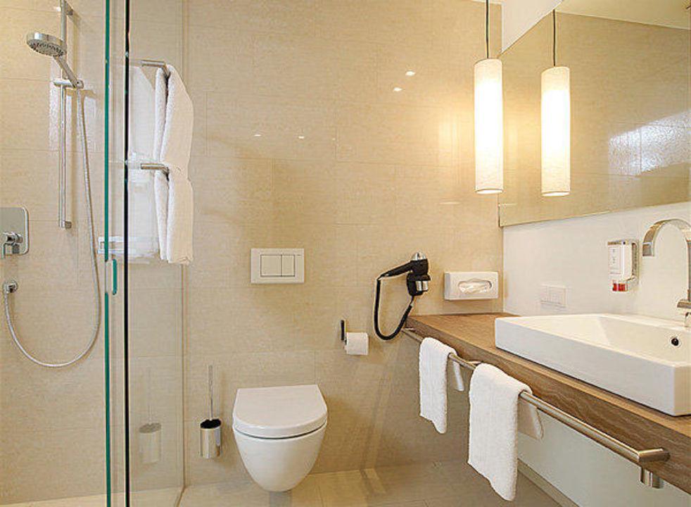 badezimmer hotel weisses kreuz feldkirch holidaycheck vorarlberg sterreich. Black Bedroom Furniture Sets. Home Design Ideas