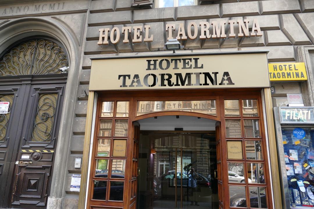 Außenansicht Hotel Taormina