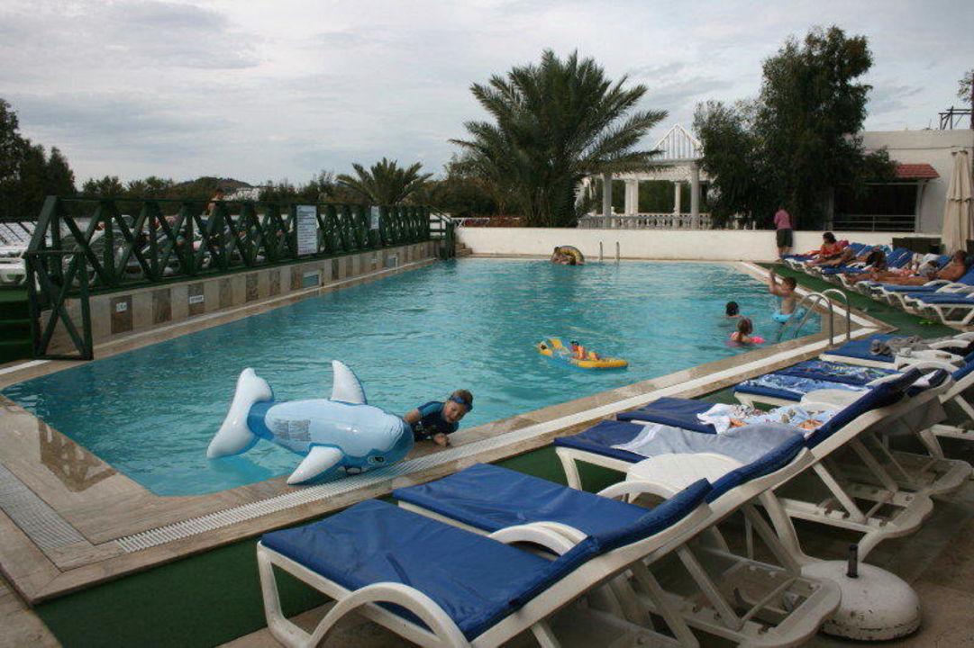 Poolanlage Eken Resort wie sie tatsächlich ist Hotel Eken Resort