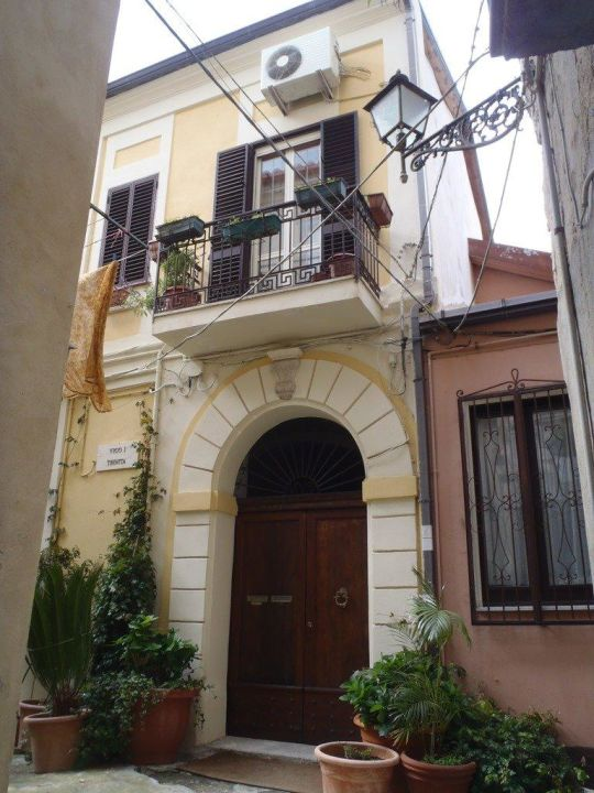 Eingang sep. Gebäude zu den 3 Suiten Piccolo Grand Hotel