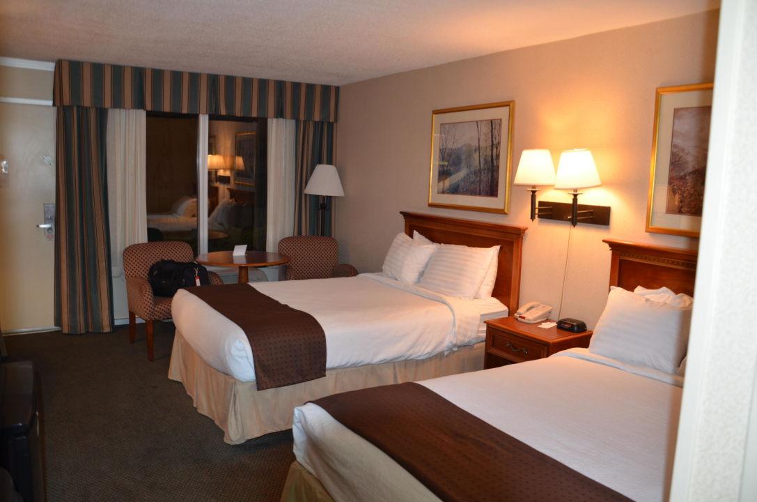 bequeme gro e betten hotel chestnut tree inn in cherokee. Black Bedroom Furniture Sets. Home Design Ideas