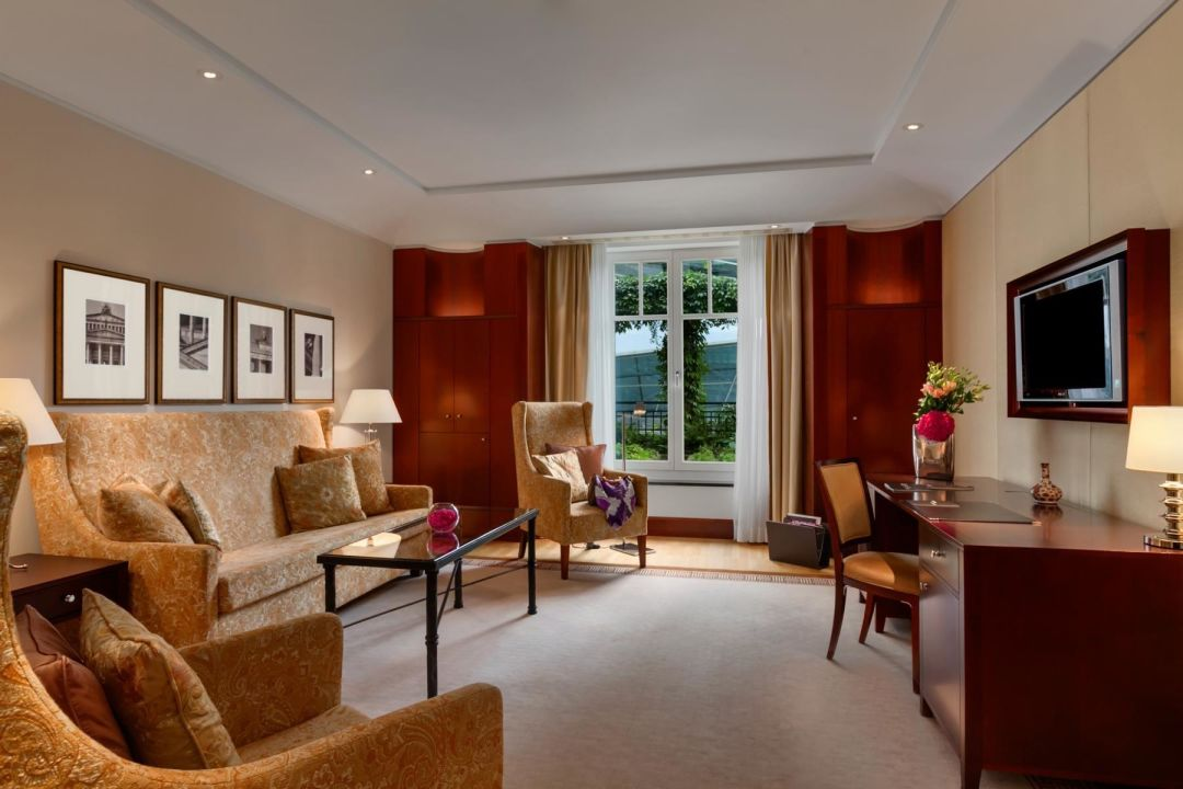 Bild berlin suite schlafzimmer zu hotel adlon for Zimmer berlin