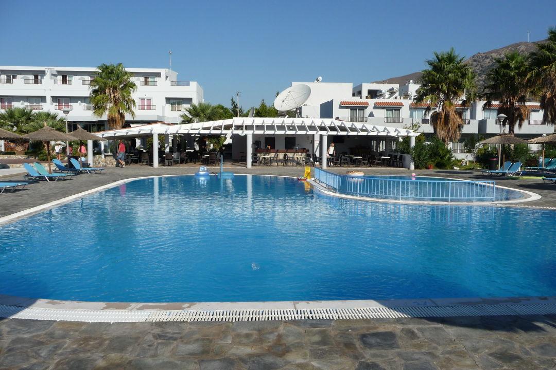 Pool Evripides Village