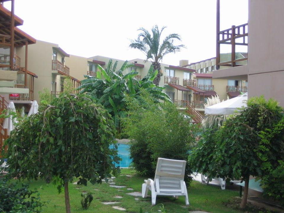 Poolanlage im Seevillenbereich Hotel Silence Beach Resort