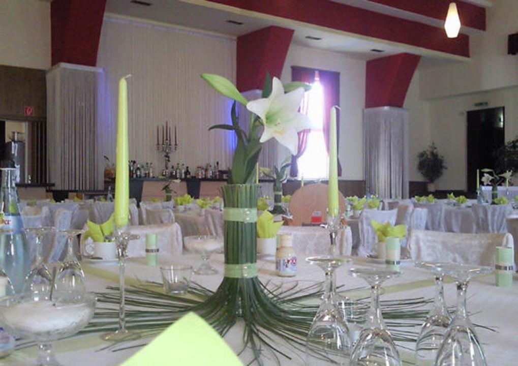 Hochzeit Festsaal Eleganz Dekoration Hotel Kreuz Spaichingen