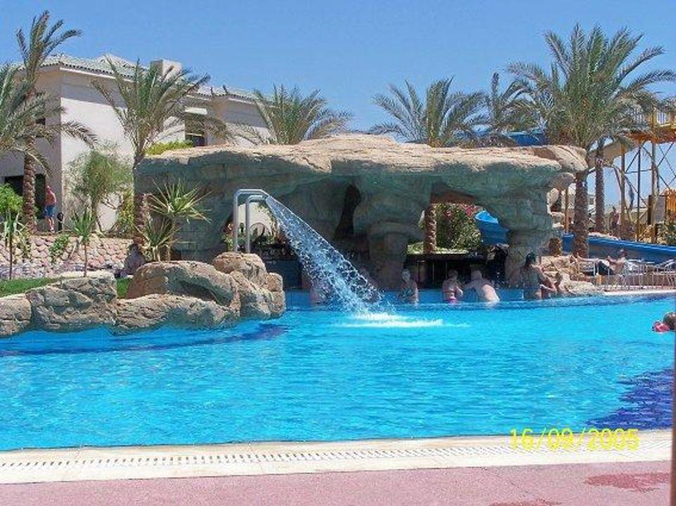 Poolbar Island View Resort