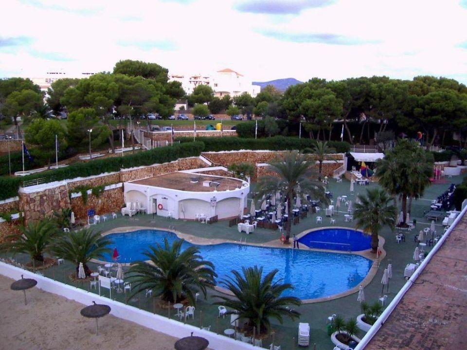Die Pool-Landschaft vom Balkon AluaSoul Mallorca Resort - Adults only