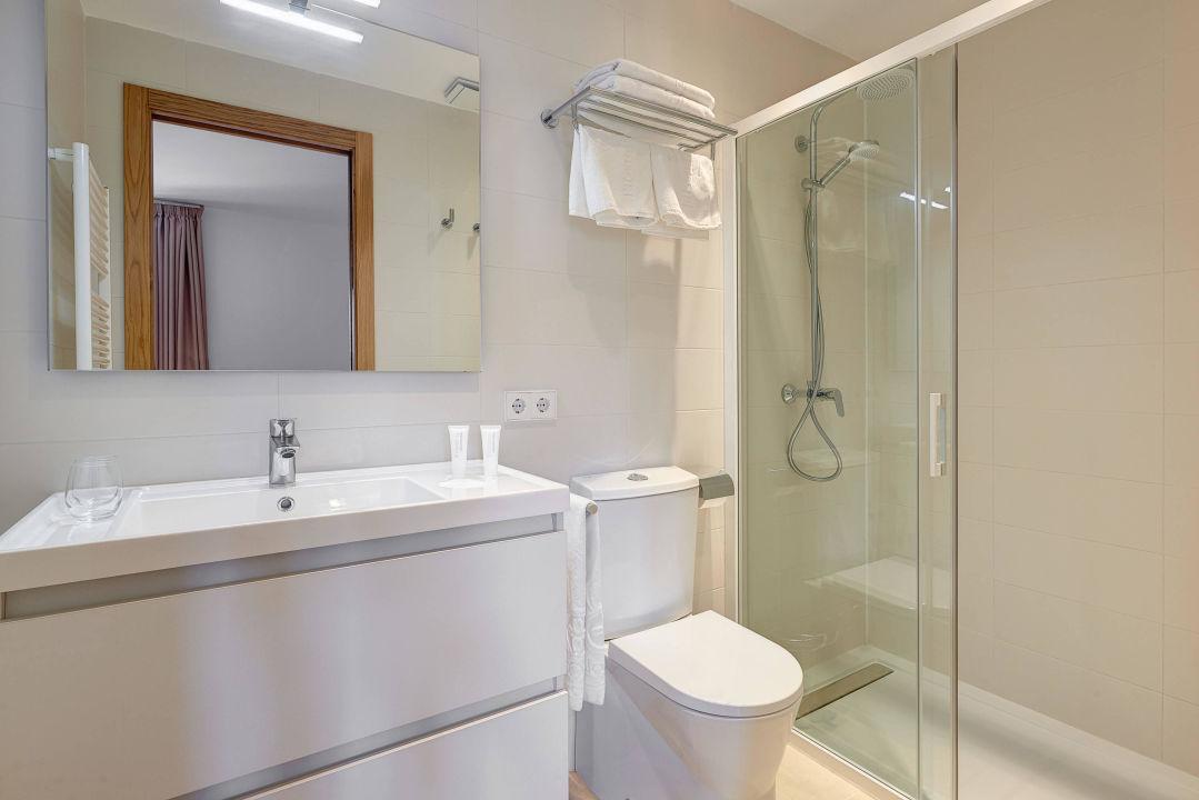 bild badezimmer zu hotel colonial in colonia sant jordi
