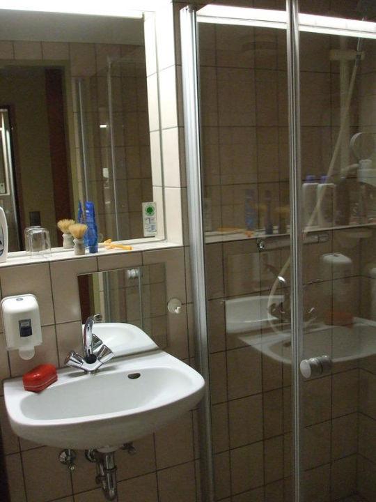Badezimmer vom Zimmer 374 im Hotel GSI zu Bonn\