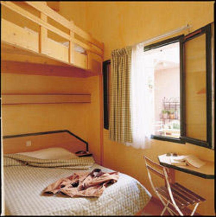 bild bad waschbecken und badewanne ohne vorhang zu vert. Black Bedroom Furniture Sets. Home Design Ideas