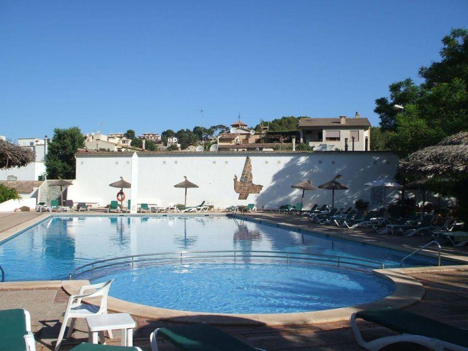 Bild sitzpl tze im garten zu hotel es port in port de for Garten pool 4m durchmesser
